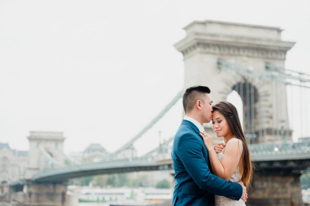 california couple prewedding chain bridge budapest