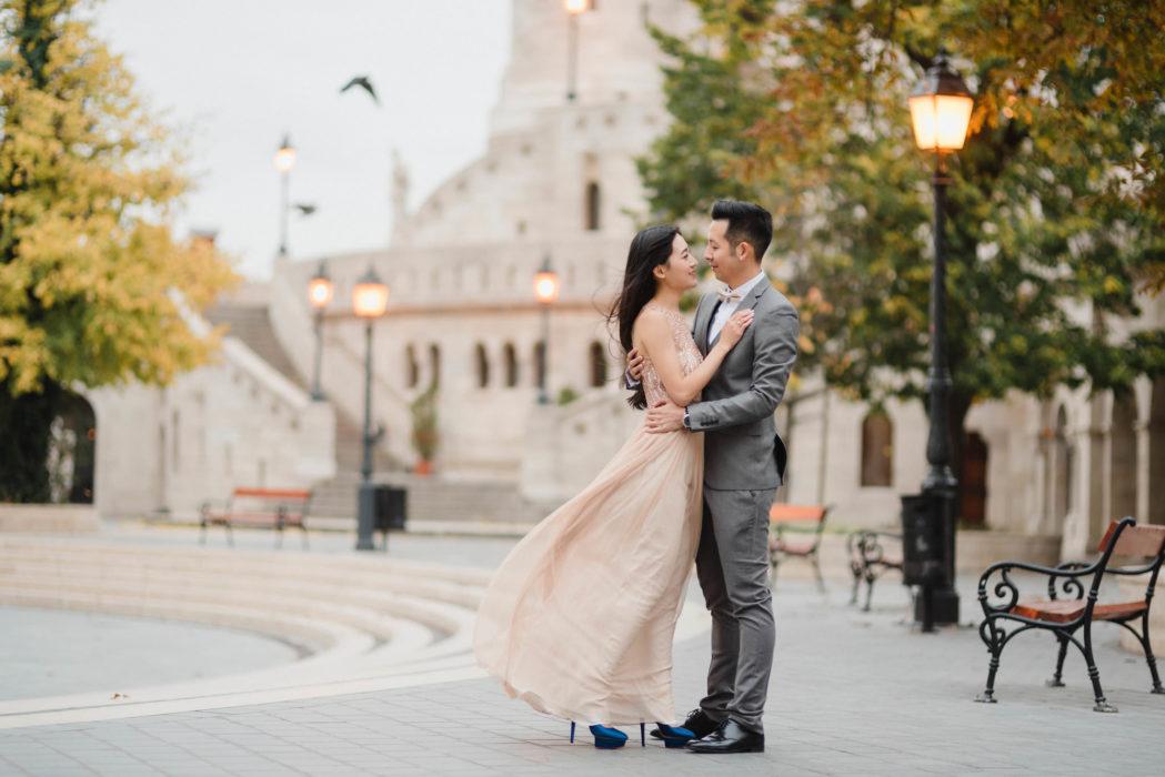 happy couple budapest castle sunset photo